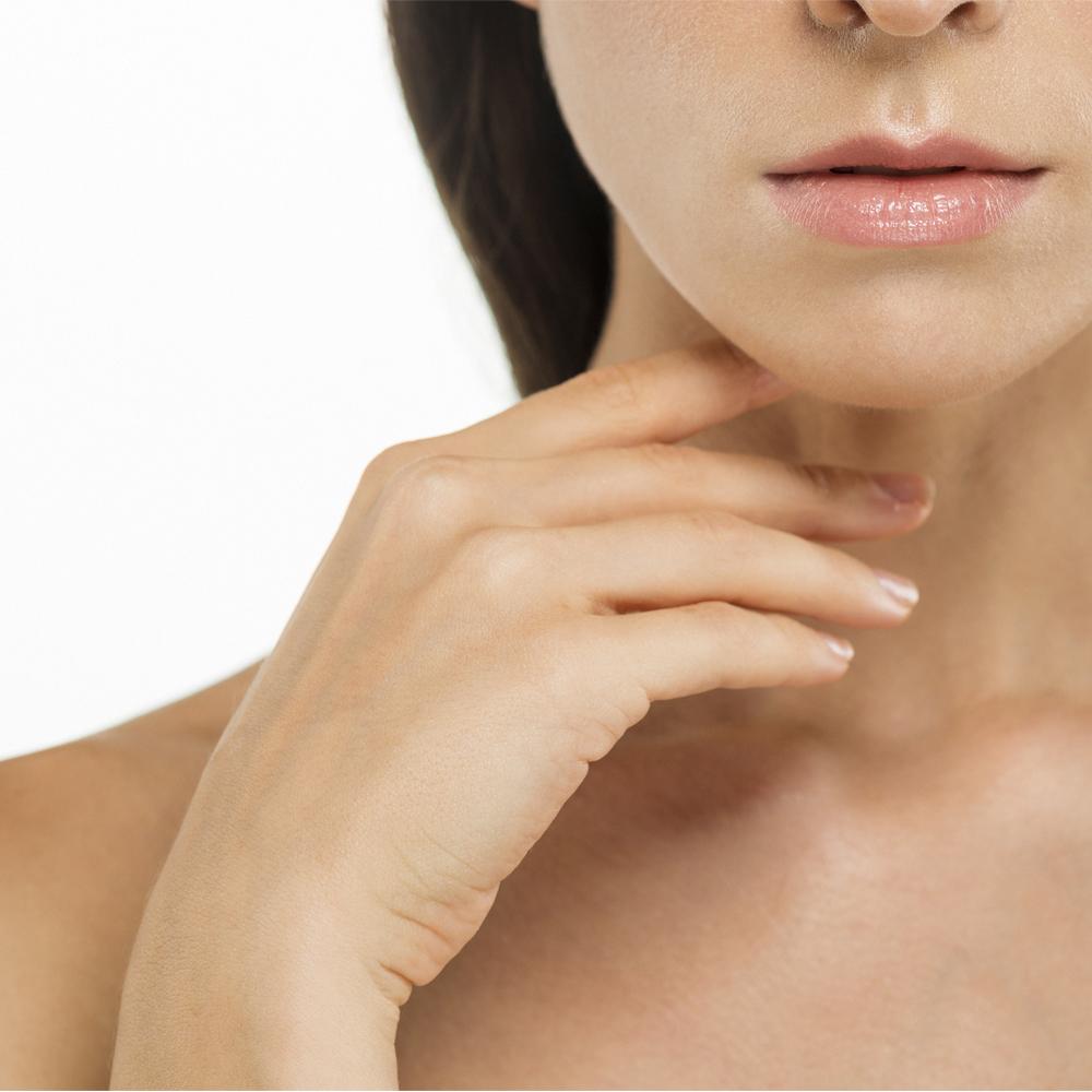La piel del cuerpo y el rostro después de la exposición solar