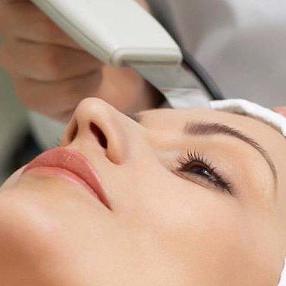 Peeling químico y mecánico con espátula ultrasónica