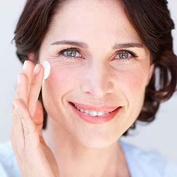 Tratamiento para crisis de los 40 en la piel femenina